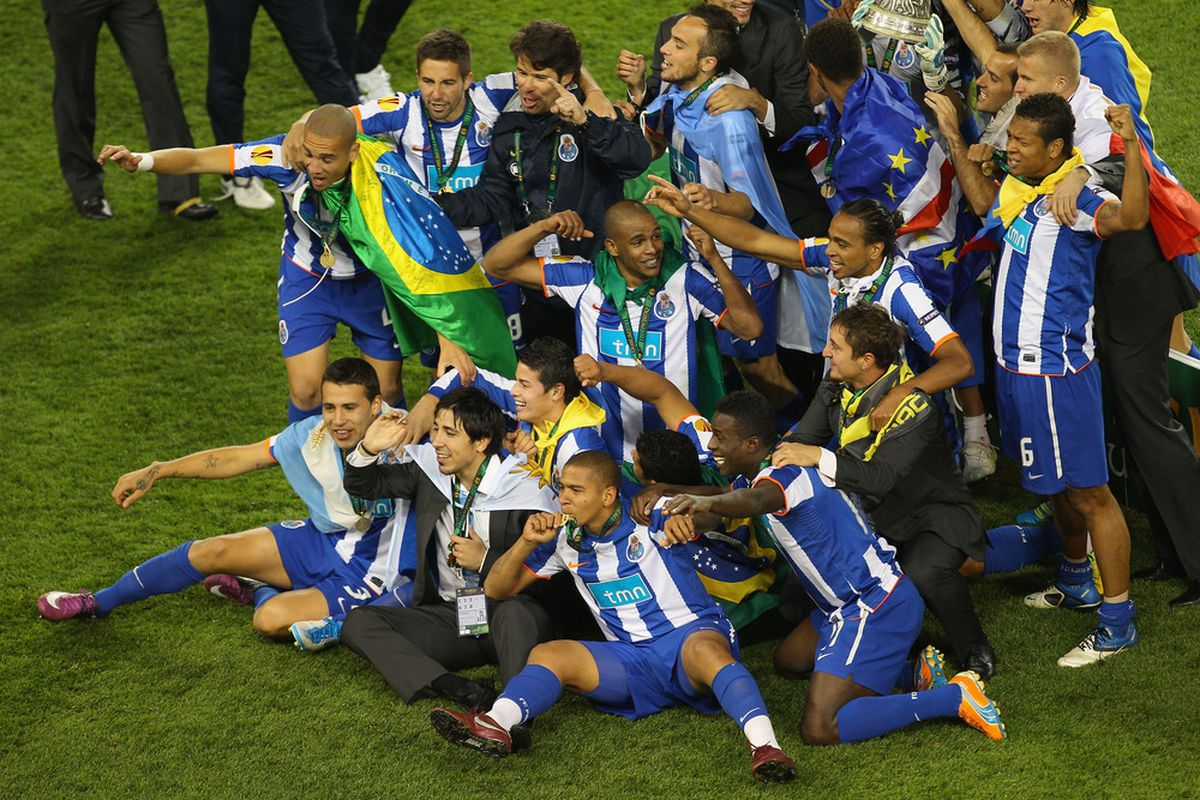 DUBLIN, IRELAND - MAY 18:  FC Porto players celebrate with the trophy uring the UEFA Europa League Final between FC Porto and SC Braga at Dublin Arena on May 18, 2011 in Dublin, Ireland.  (Photo by Julian Finney/Getty Images)