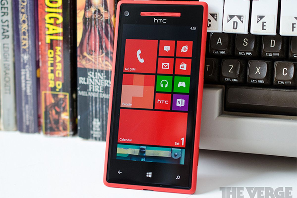 Verizon confirms exclusive HTC 8X wireless charging support - The Verge