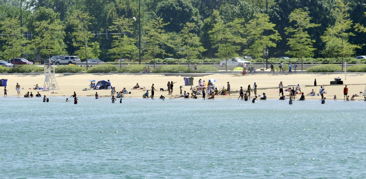 People enjoying the 57th street beach in 2010 | Brian Jackson/Sun-Times Archives