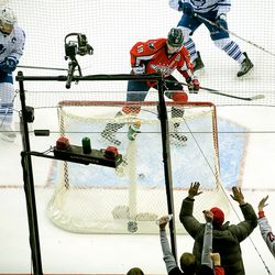 Backstrom Guards Brouwer's Goal