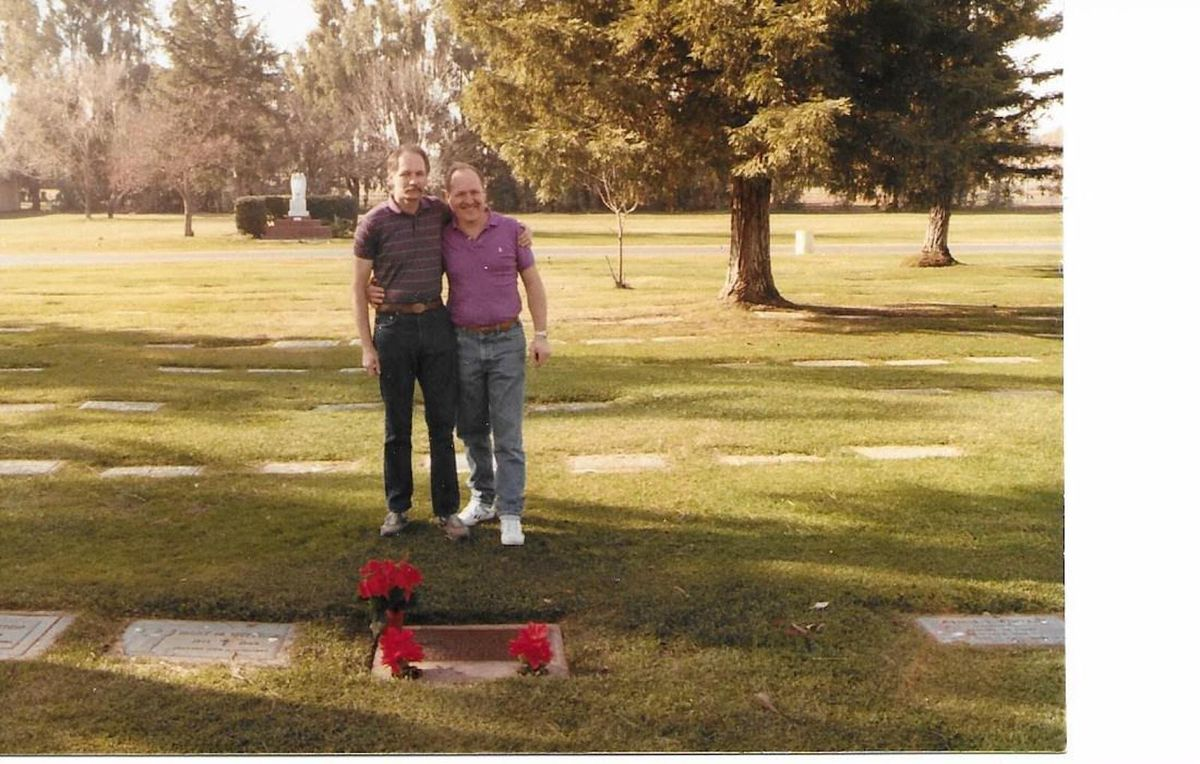 Vietnam veterans Pat Condran (left) and Jim Zwit visiting the grave of fellow soldier Robert C. Hein in Sacramento in 1988, when Mr. Zwit finally met the Hein family.