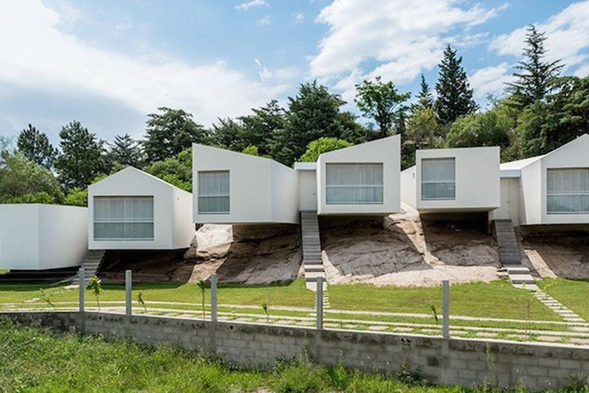 "All photos by <a href=""https://www.flickr.com/photos/gonzaloviramonte/"">Gonzalo Viramonte</a> via <a href=""http://www.designboom.com/architecture/carlos-alejandro-ciravegna-five-casas-villa-carlos-paz-argentina-11-04-2015/"">Designboom</a>"
