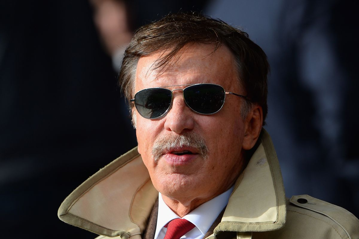 he looks like a 1970's version of a private eye