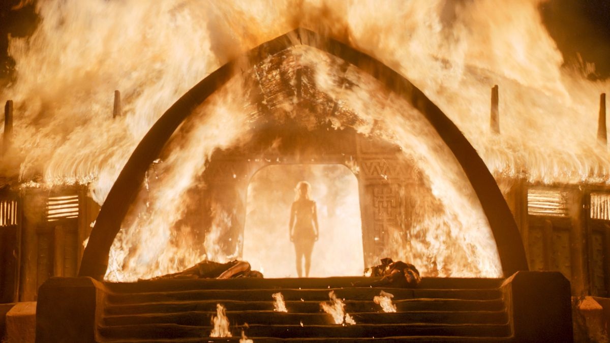 daenerys burning down the temple of the dosh khaleen in game of thrones season 6
