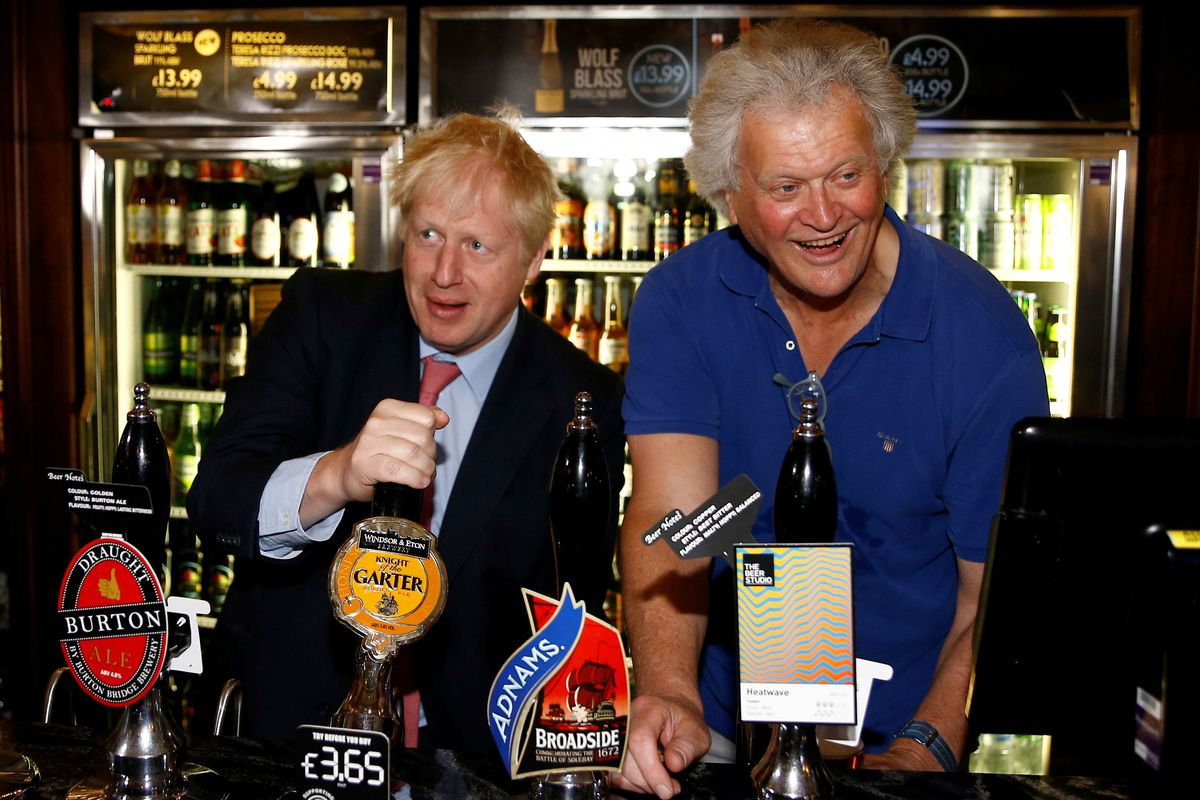 Wetherspoons boss Tim Martin with Boris Johnson in a London Wetherspoons before the EU elections