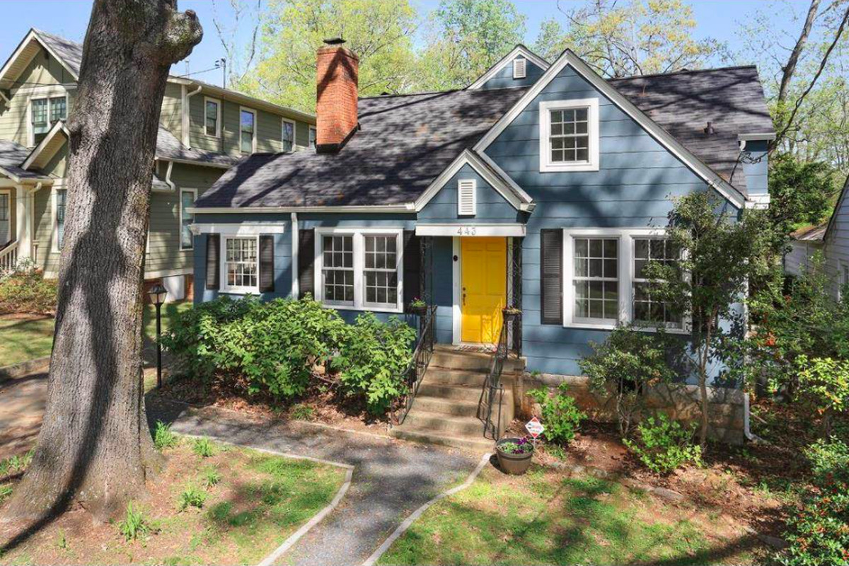 A cozy wee cottage in the land o' Lake Claire Atlanta.