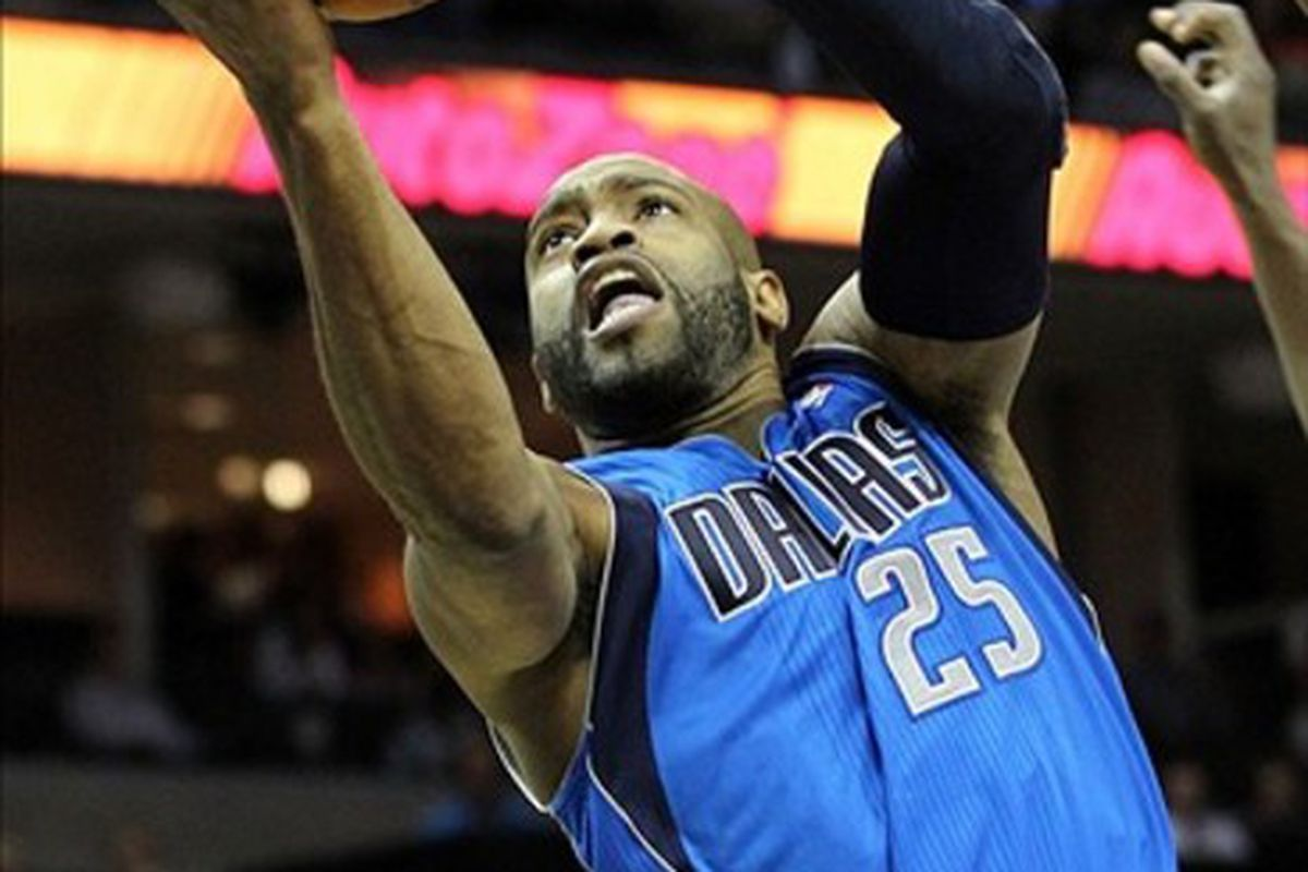 Feb 29, 2012; Memphis, TN, USA; Dallas Mavericks guard Vince Carter (25) drives to the basket in the first half against the Memphis Grizzlies at the FedEx Forum. Mandatory Credit: Nelson Chenault-US PRESSWIRE