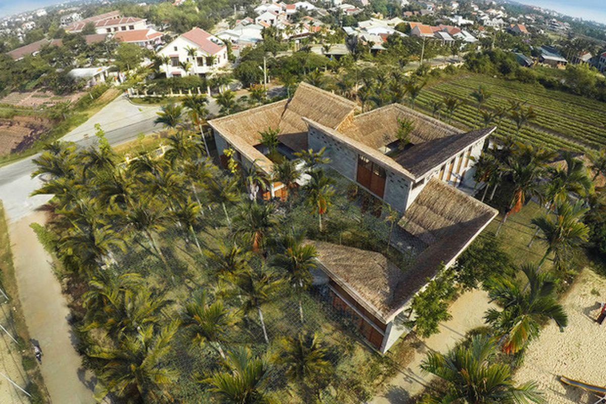 "All photos courtesy of Hoang Thuc Hao, Vu Xuan Son via <a href=""http://www.designboom.com/architecture/112-cam-thanh-community-center-hoi-an-city-vietnam-06-04-2015/"">Designboom</a>"
