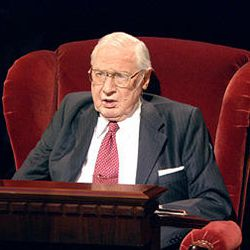President James E. Faust, shown here speaking at General Conference April 2007, died Friday.
