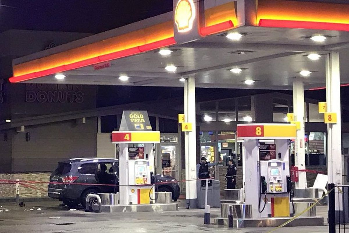 Surveillance video of gunfight outside gas station in Chicago