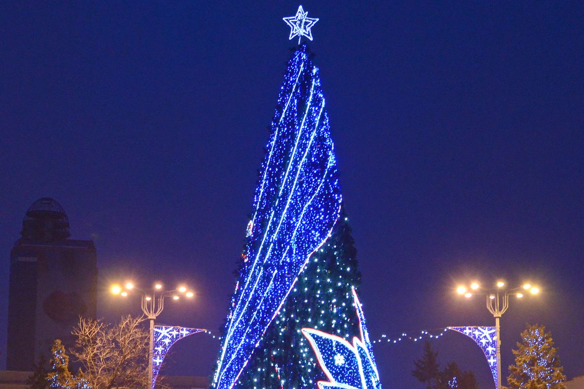 DPR main Christmas tree unveiled in Donetsk