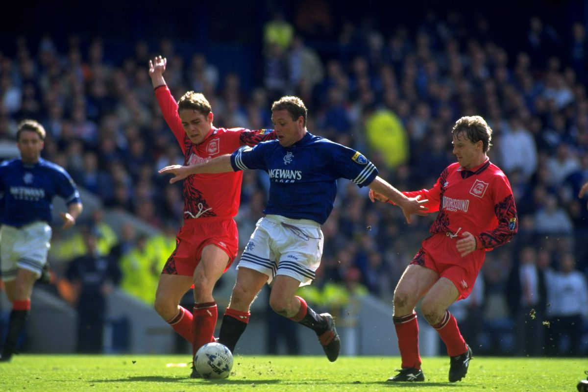 Gazza moments before scoring his second goal against Aberdeen to seal 8 in a row.
