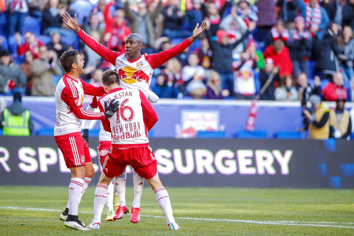 This photo makes BWP look like a giant!