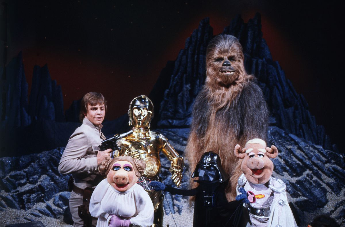 Mark Hamill, C3PO, Chewbacca and the gang of the Muppets dressed as Star Wars characters