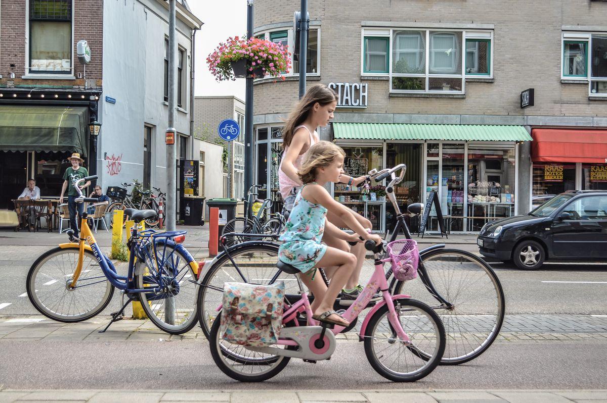 wee dutch cyclists