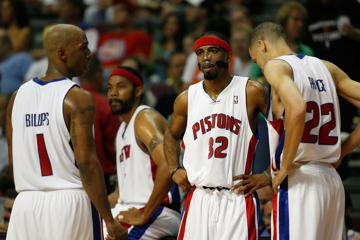 Cleveland Cavaliers v Detroit Pistons, Game 2
