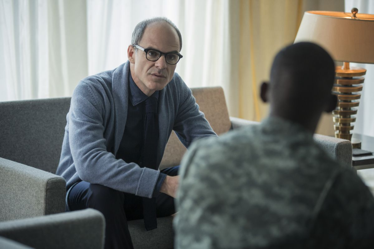 """Michael Kelly talks to Malachi Kirby in the Black Mirror episode """"Men Against Fire"""""""