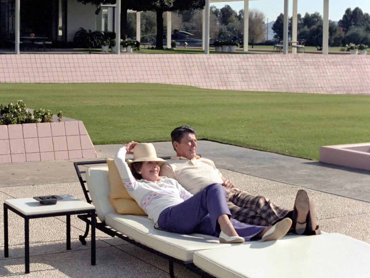Ronald and Nancy Reagan relaxing at Sunnylands.