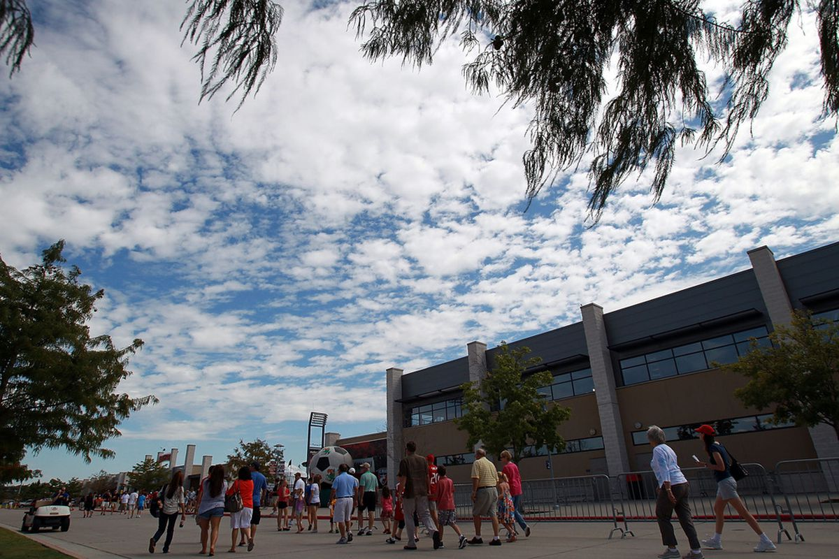 FRISCO, TX - SEPTEMBER 24:  Fans walk to Pizza Hut Park before a game between the Houston Dynamo and the FC Dallas on September 24, 2011 in Frisco, Texas.  (Photo by Ronald Martinez/Getty Images)
