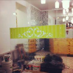 "Incoming soul food restaurant at 153 Lenox in Harlem. [<a href=""http://harlembespoke.blogspot.com/2012/12/eat-new-soul-food-for-153-lenox-avenue.html"">Harlem Bespoke</a>]"