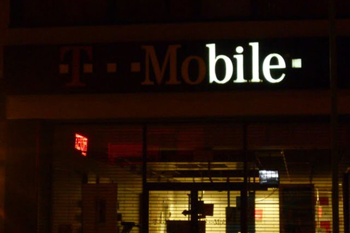 """Poignant Mobile sign outage via <a href=""""http://lostnewyorkcity.blogspot.com/2009/10/for-your-bilious-needs.html"""">Lost City</a>"""