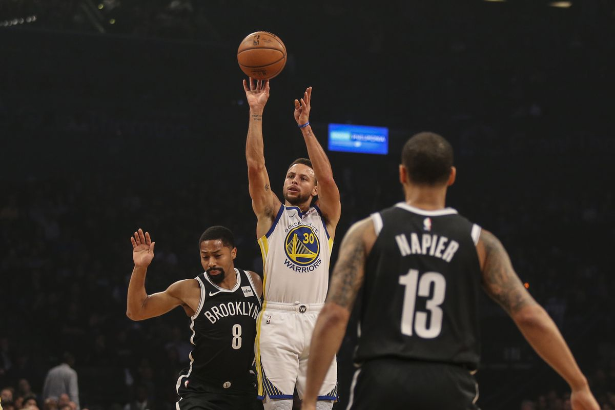 1f9835355 Stephen Curry breaks record for most consecutive games with five made  three-pointers