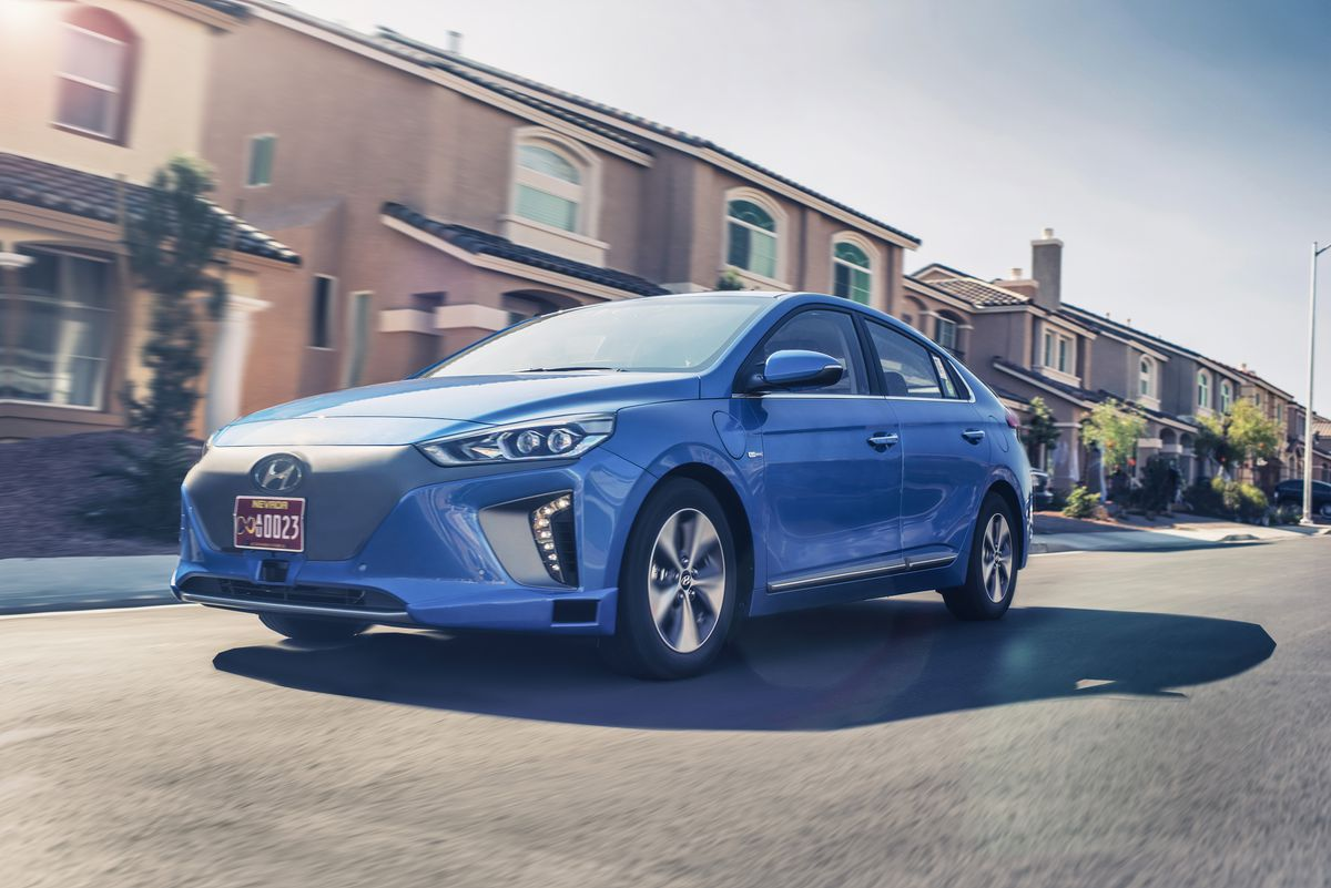 Ioniq Packs A 28 Kwh Lithium Ion Pack Good For 250 Km Of Range Or About 155 Miles That S Around The Same As Next Generation Nissan Leaf