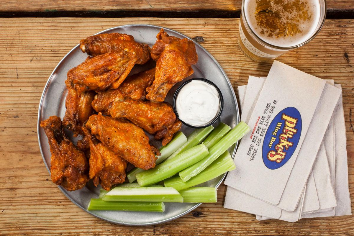 Chicken wings at Pluckers