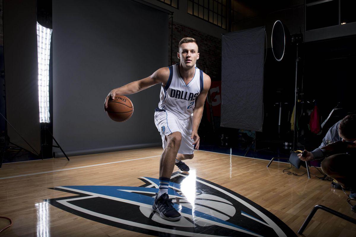 "Kyle ""Triple Double"" Collinsworth signs deal with Dallas Mavericks ... 9e306d0972e51"