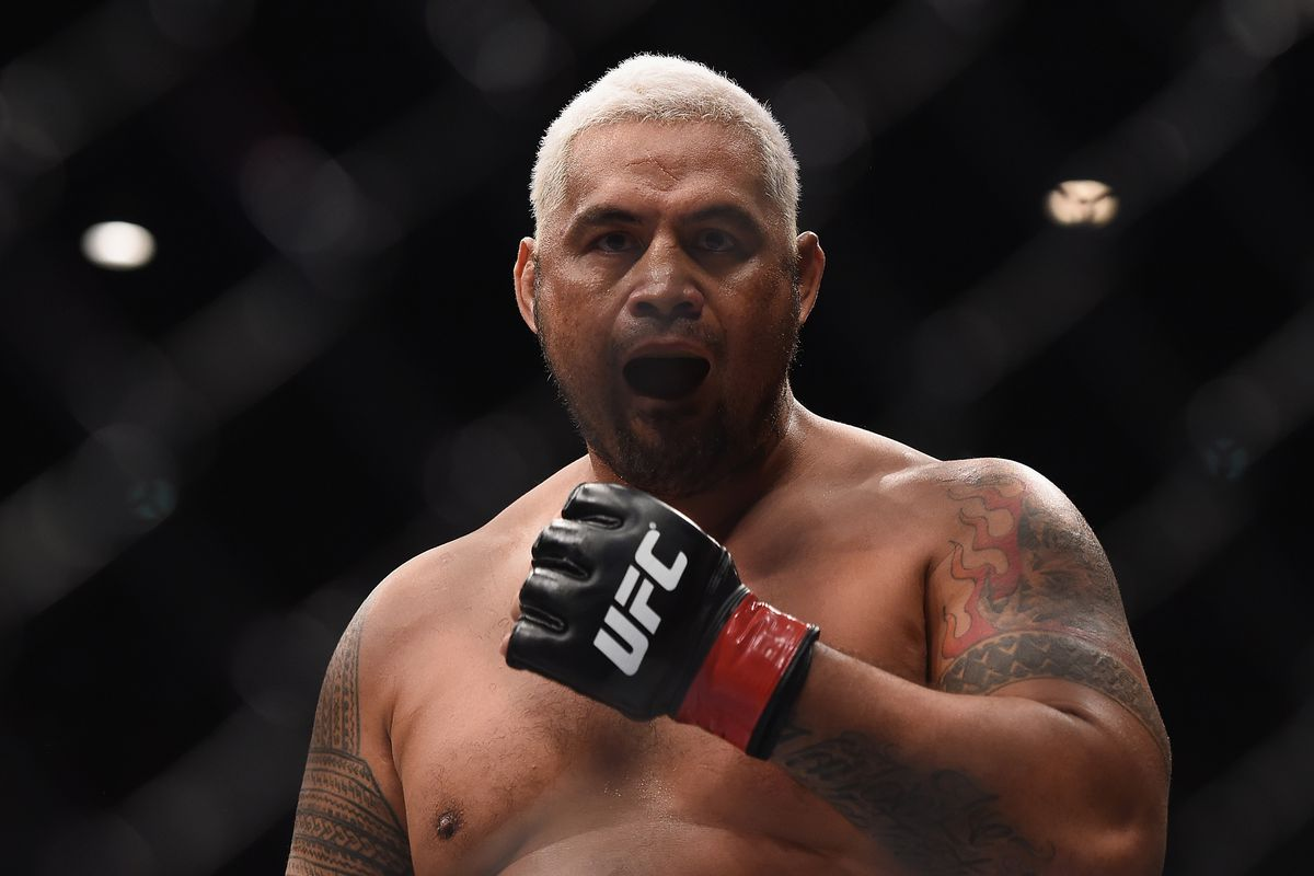 UFC Auckland Results: Mark Hunt Possibly Retires Derrick Lewis with TKO Win