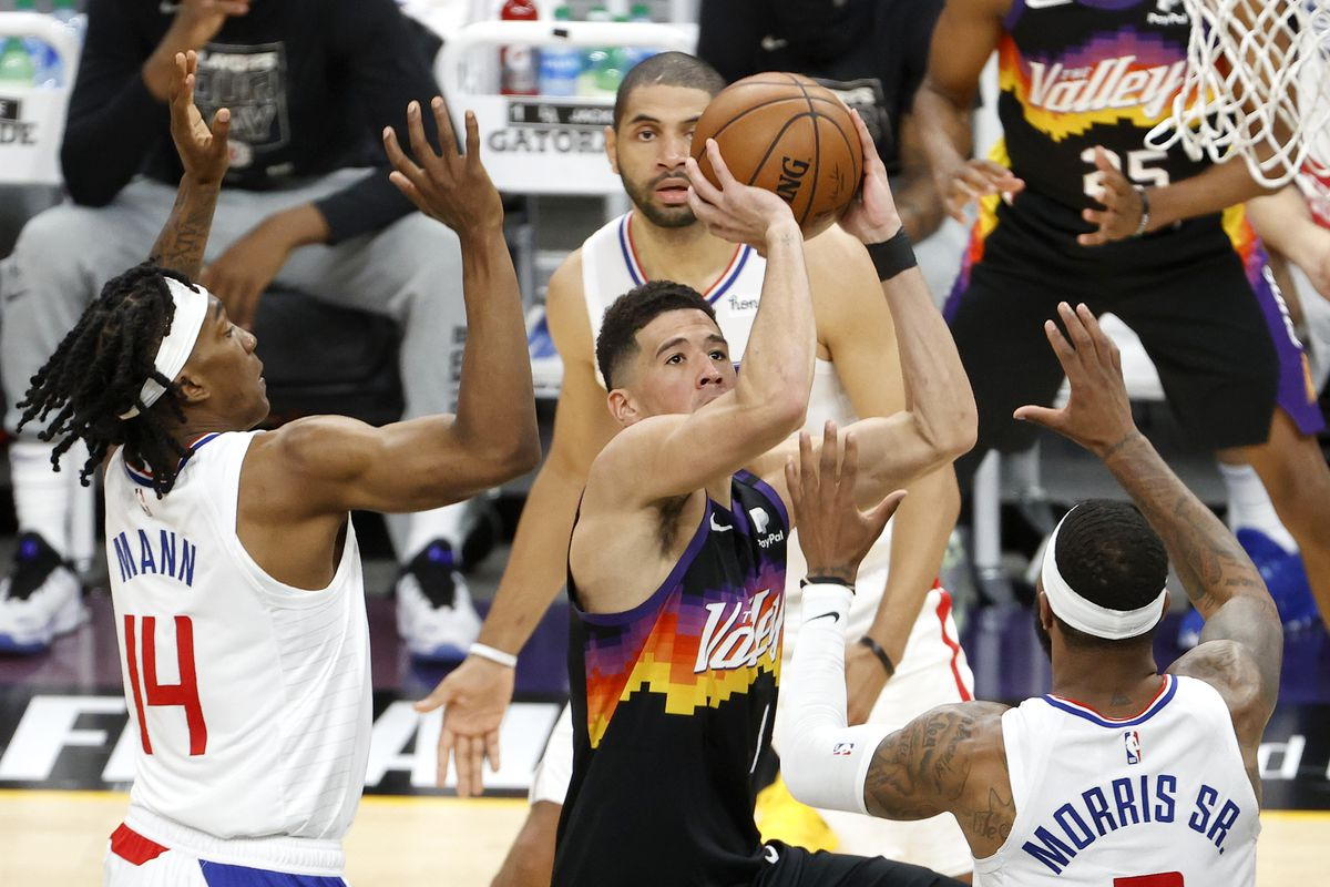 Los Angeles Clippers v Phoenix Suns - Game One