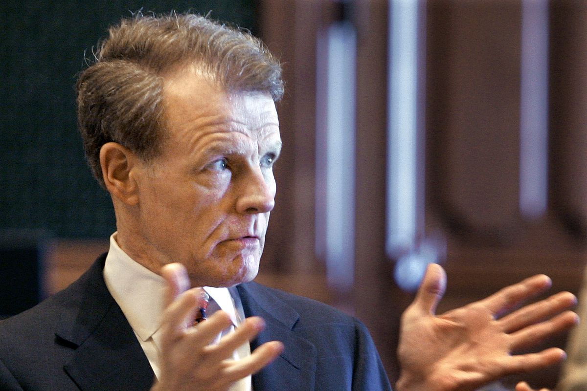 Then House Speaker Michael Madigan discusses legislative business with fellow lawmakers on the House floor in 2007.