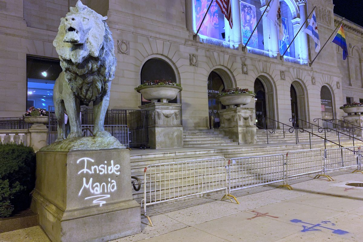 The Art Institute of Chicago's North Lion was vandalized June 25, 2020.