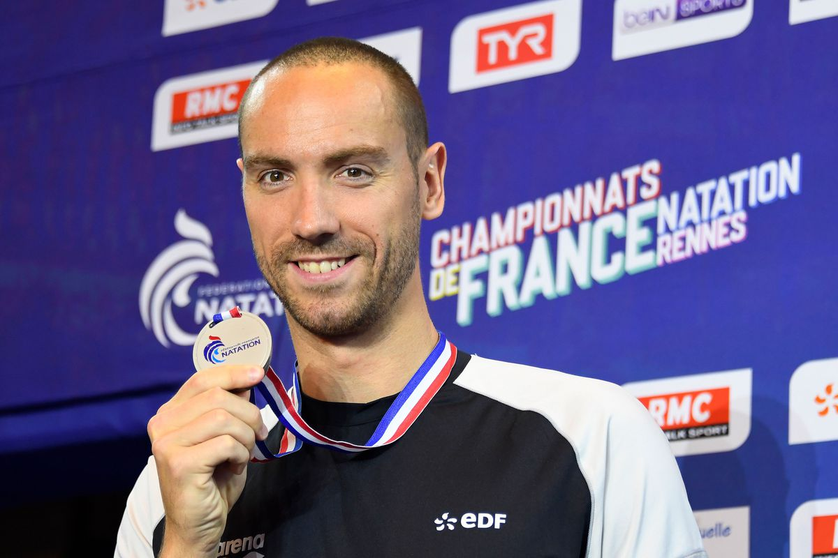 French swimmer Jérémy Stravius with a silver medal at the 2019 French championships.