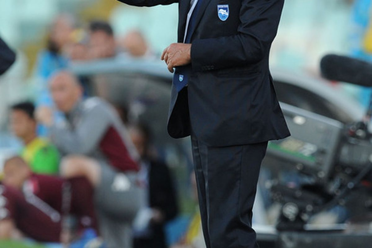 PESCARA, ITALY - MAY 12:  Zdenek Zeman head coach of Pescara during the Serie B match between Pescara Calcio and Torino FC at Adriatico Stadium on May 12, 2012 in Pescara, Italy.  (Photo by Giuseppe Bellini/Getty Images)