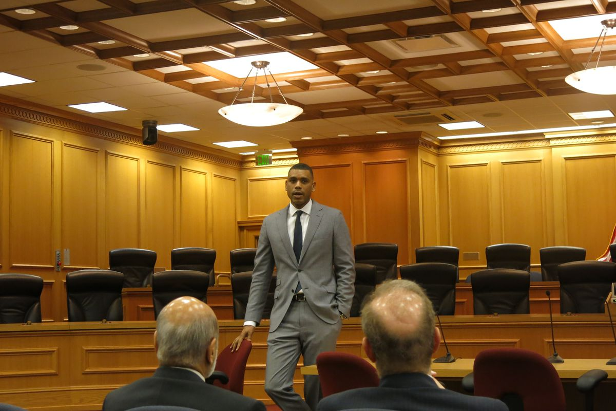 Allan Houston, a former University of Tennessee and New York Knicks basketball player, speaks to legislators about school choice.