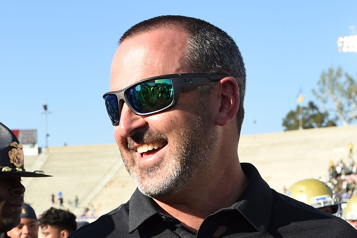 Nick Rolovich bought drinks for a bar full of WSU fans