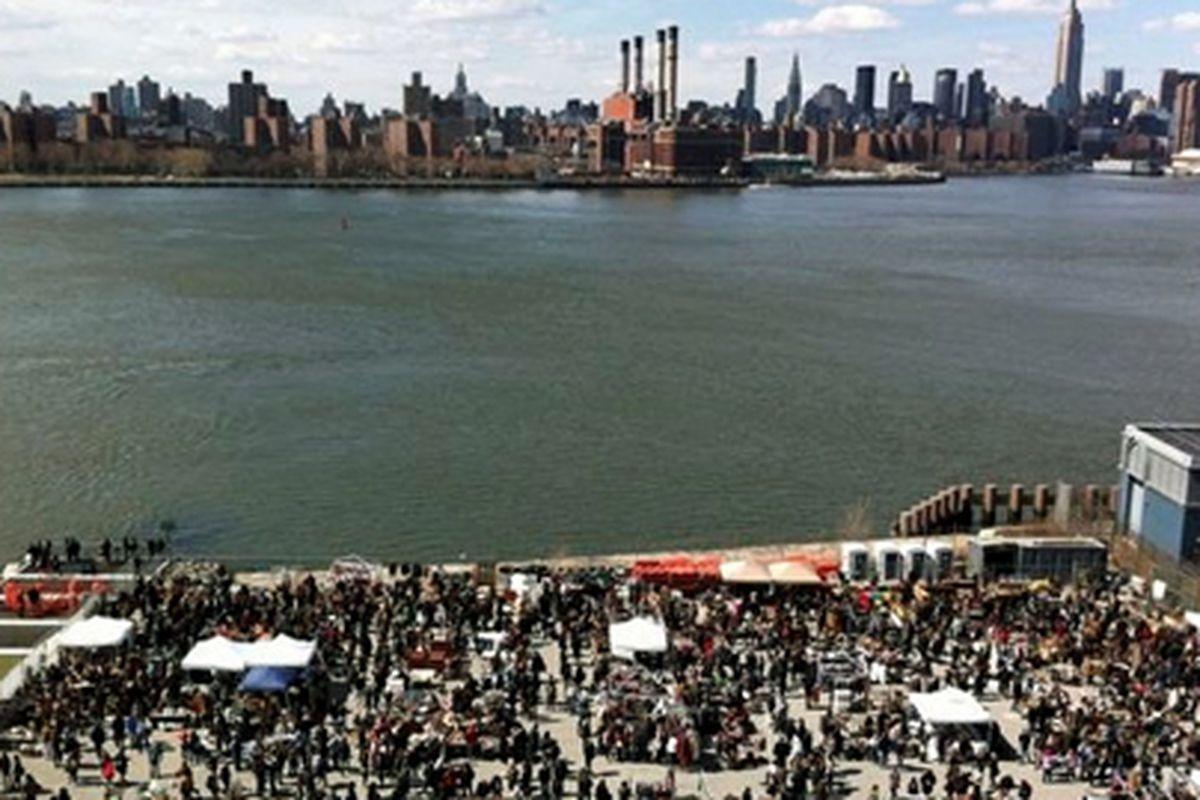 """Image via <a href=""""http://www.brooklynflea.com/markets/#williamsburg-photos"""">Brooklyn Flea</a>"""