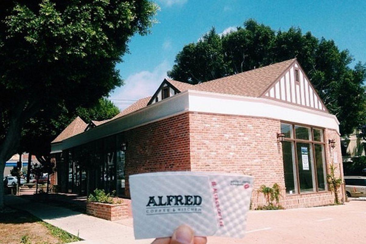 """Image via <a href=""""http://instagram.com/p/p_7Fp5imzg/?modal=true"""">@alfredcoffee</a>"""