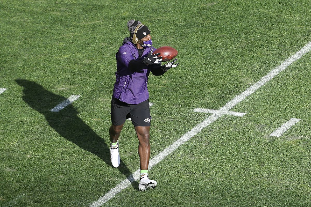 Baltimore Ravens wide receiver Dez Bryant (88) warms up before playing the Pittsburgh Steelers at Heinz Field.