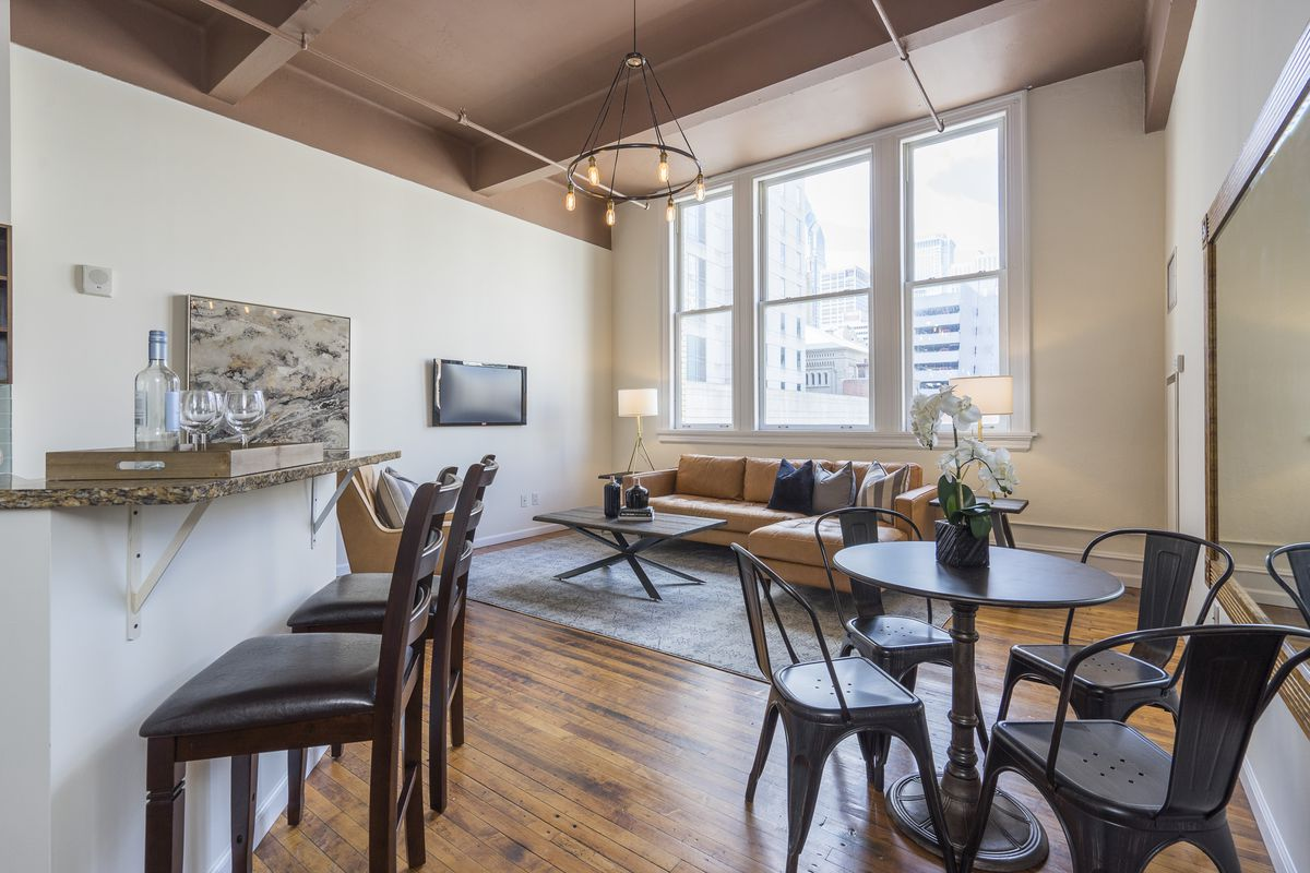 Center City Apartment With Oversized Windows And Downtown