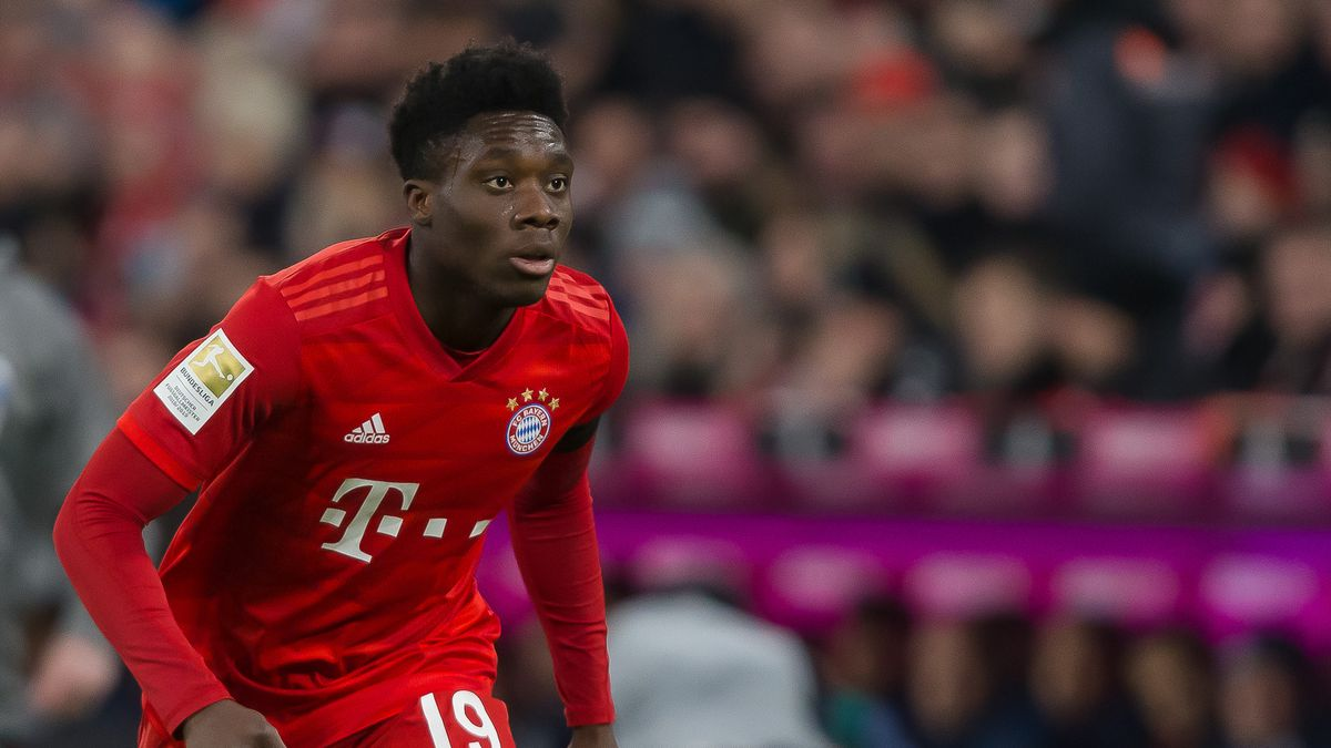 Alphonso Davies running in a crouched position for Bayern Munich.