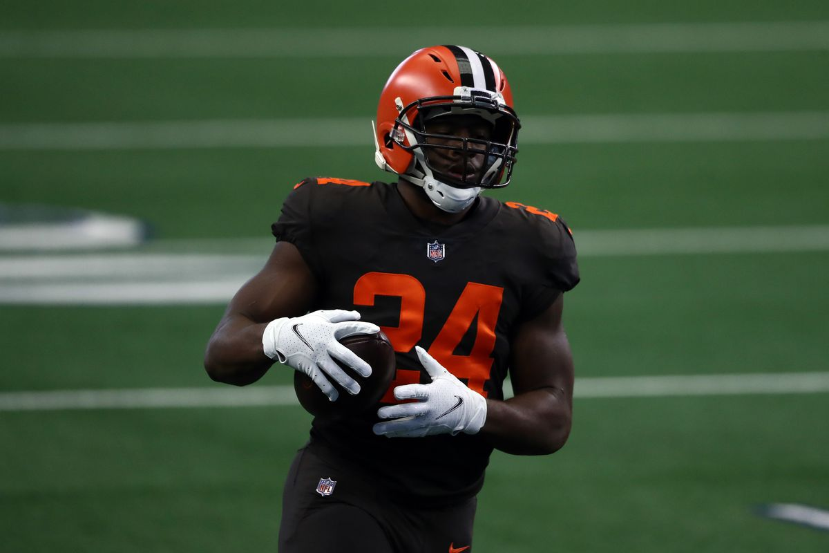 Nick Chubb #24 of the Cleveland Browns before a game against the Dallas Cowboys at AT&T Stadium on October 04, 2020 in Arlington, Texas.