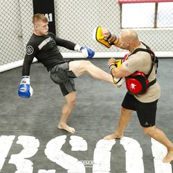 Jim Crute shows off his striking at UFC 234 media workout.