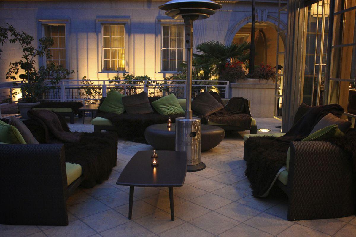 Poste's Winter Lounge