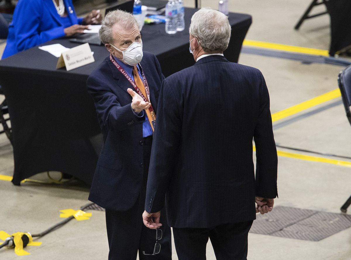 House Speaker Mike Madigan, D-Chicago, left, speaks with House Republican Leader Jim Durkin last month.