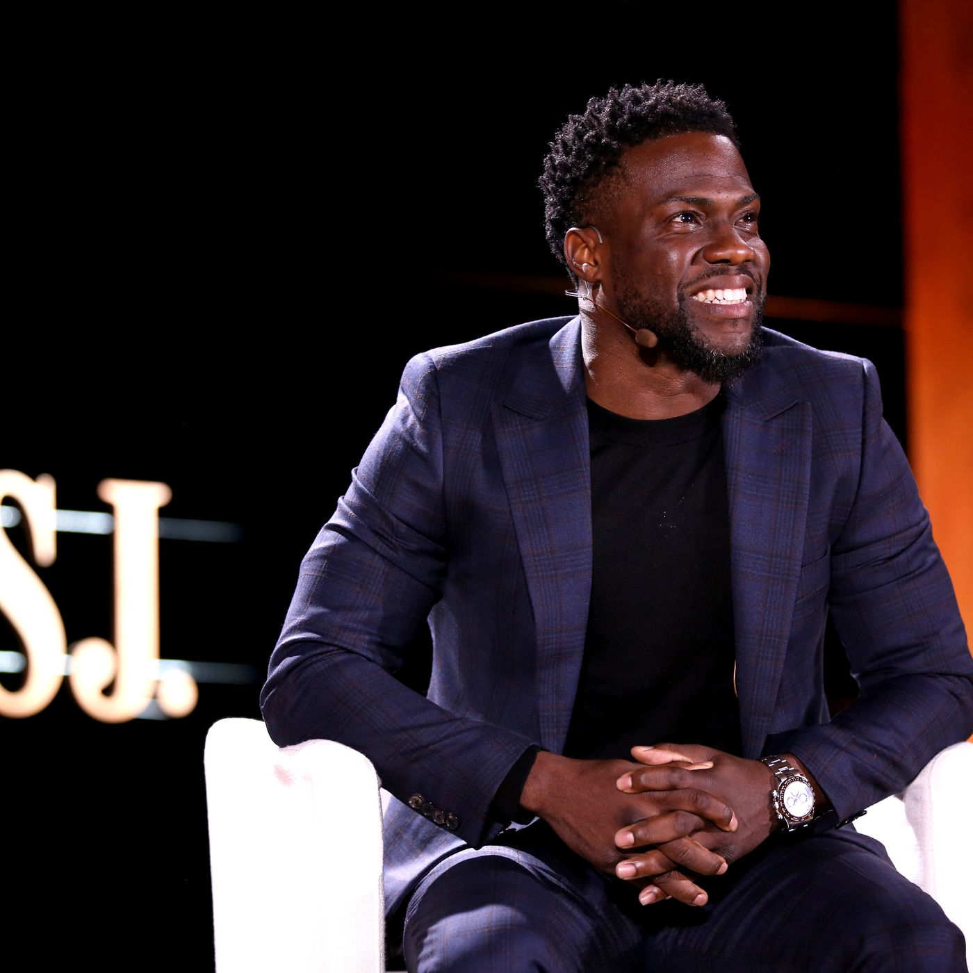 How Kevin Hart tweeted himself out of a job hosting the