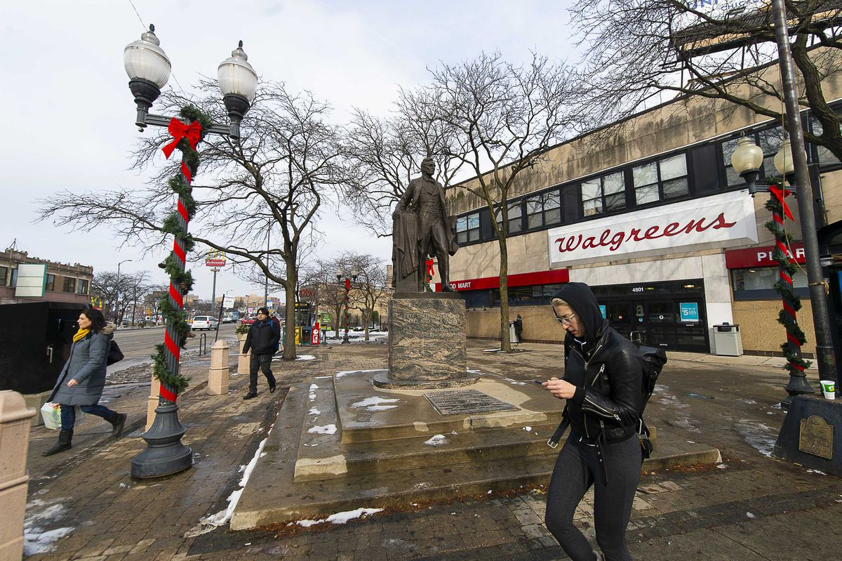 The iconic Abraham Lincoln statue in Lincoln Square. | Tyler LaRiviere/Sun-Times