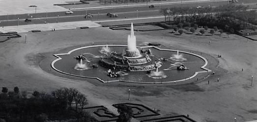 An aerial view of the Buckingham Fountain in 1946. Chicago Park District photo