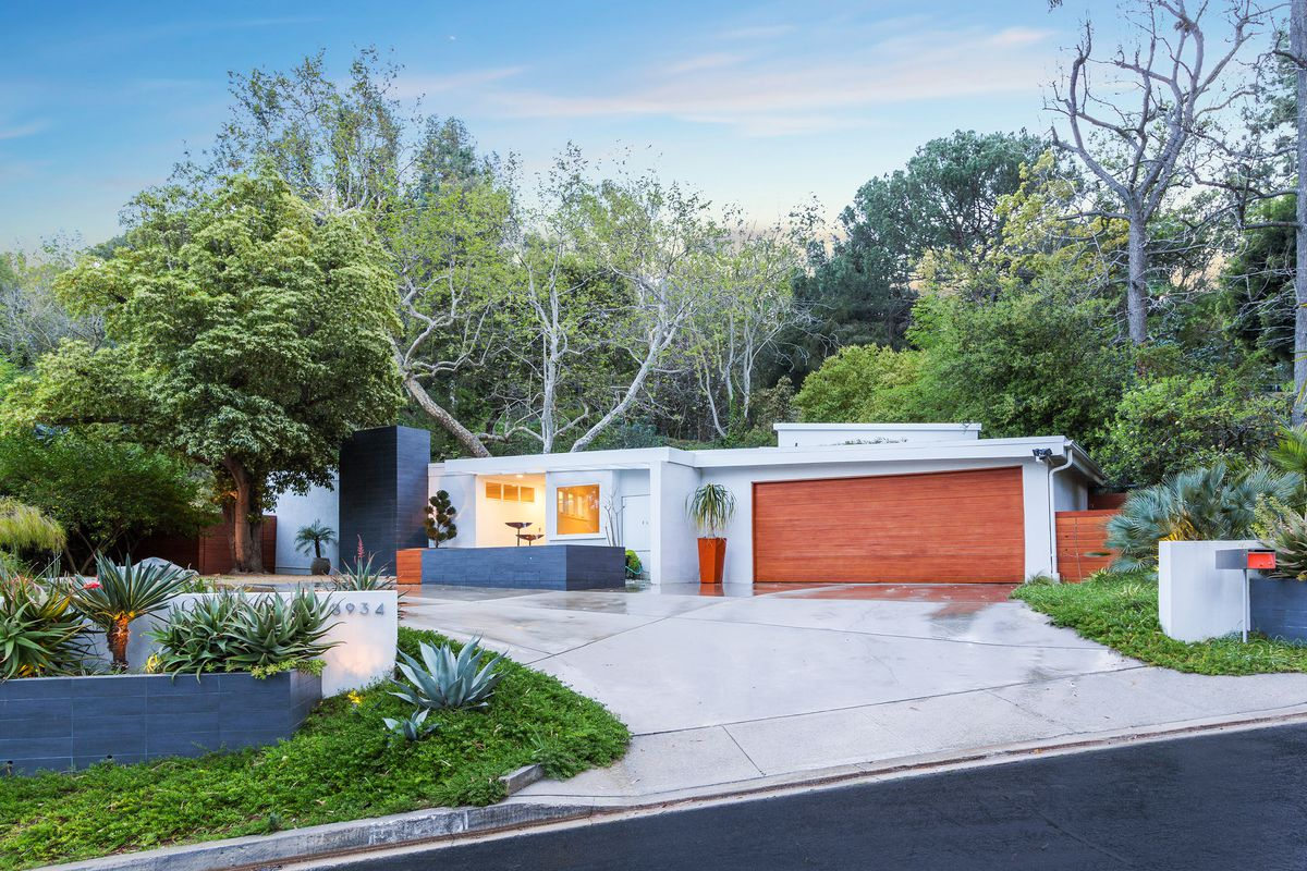 for a crisp midcentury house in laurel canyon